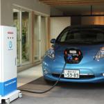 日産自動車、「日産リーフ」の駆動用バッテリーから一般住宅へ 電力供給するシステムを公開