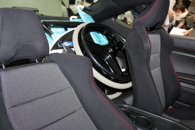 手だけで運転できるスバルbrzが登場【国際福祉機器展2012】 | Brz 運転補助装置付き車両 車いす搭載 後部