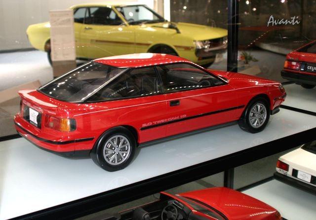 「トヨタが創立75周年で歴代車100台展示 ! 1/5デザインモックも !」の26枚目の画像