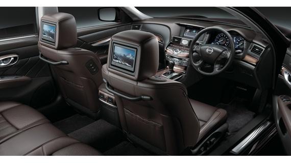 日産 シーマ Hybrid Vip G Bose 5 1chサラウンドサウンド付後席プライベートシアターシステム