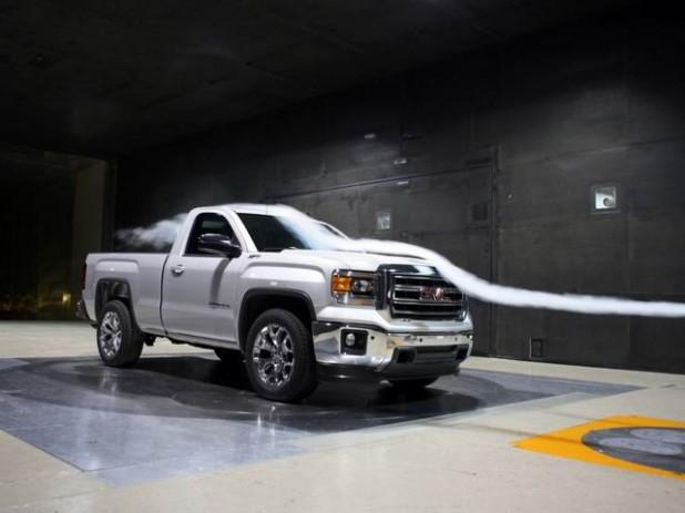 ピックアップトラックの空気抵抗、リヤゲートを開けたほうがいい? 悪い? 実験結果を公開! | clicccar.com(クリッカー)