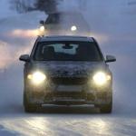 新型BMW X1耐寒テストに初登場スクープ! - 4A4_3429-3024644200-O