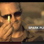 スパークプラグの小さな破片でクルマのウインドウを割る方法【動画】 - Plug_Window_02