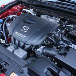 アクセラのガソリン車は1.5Lか2.0Lか、その選び方は? - MAZDA_AXELA_02