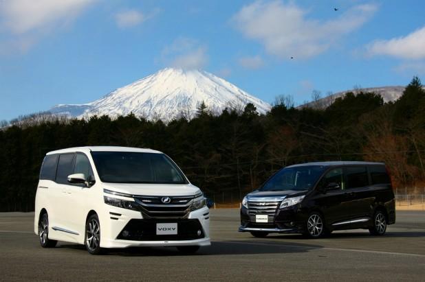 ヴォクシーと富士山