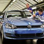 2014年世界販売で首位3連覇を目指すトヨタとVWが激戦! - VW_Golf