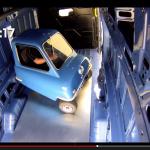 世界最小車がフォード最大のバンの中でやったことは?【動画】 - Small_Large_02