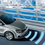 新型VW「ポロ」デビュー記念、64,800円相当のACCを先着プレゼント中 - Blurred image of van driving over a bridge --- Image by ゥ Corbis