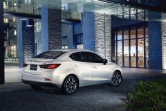 Mazda2_05