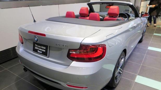 コンパクトなオープンカー「BMW 2シリーズ カブリオレ」日本登場。価格は525万円から