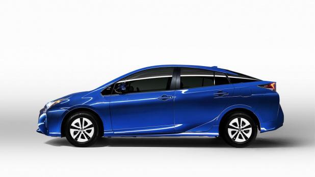 2016_Toyota_Prius_206