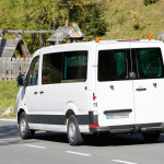 VW最大コマーシャルバン、次世代モデルでベンツから独立! - VW Crafter 9-sitzer 8