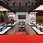 【東京モーターショー15】奥山ワールドが堪能できるKEN OKUYAMA DESIGNでは「赤いトラクター」が必見 - booth000