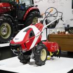 【東京モーターショー15】奥山ワールドが堪能できるKEN OKUYAMA DESIGNでは「赤いトラクター」が必見 - booth002