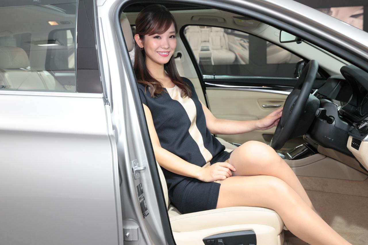 「【東京モーターショー15】厳選美女! BMWブースには、クリッカー賞2014に輝いたあの人がッ!」の3枚目の画像