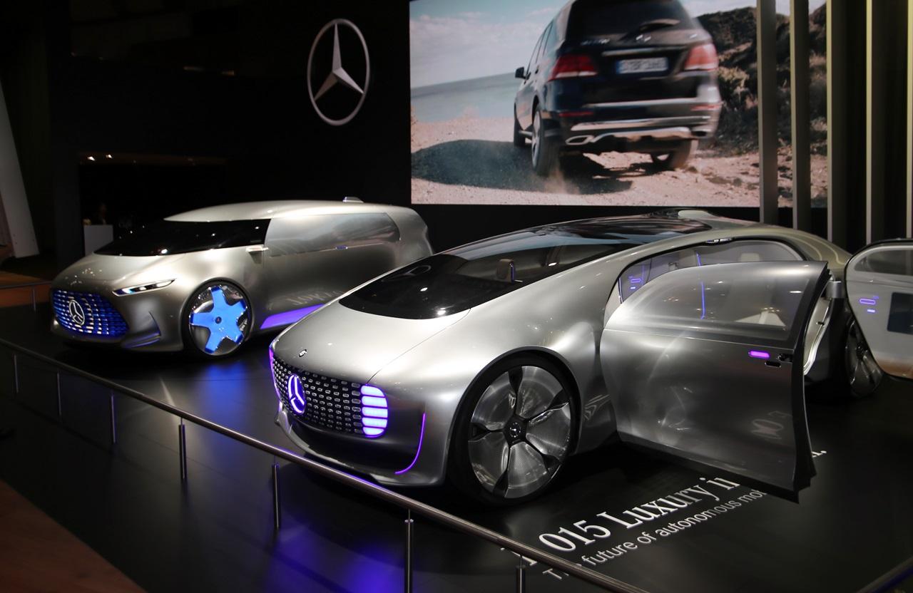 「【東京モーターショー15】販売好調なメルセデス・ベンツが最新モデル19台を一挙出展!」の1枚目の画像
