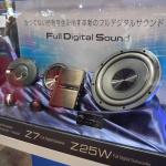 【東京オートサロン2016】クラリオンが発表した世界唯一の車載用フルデジタルサウンドシステムの利点は? - P1450605