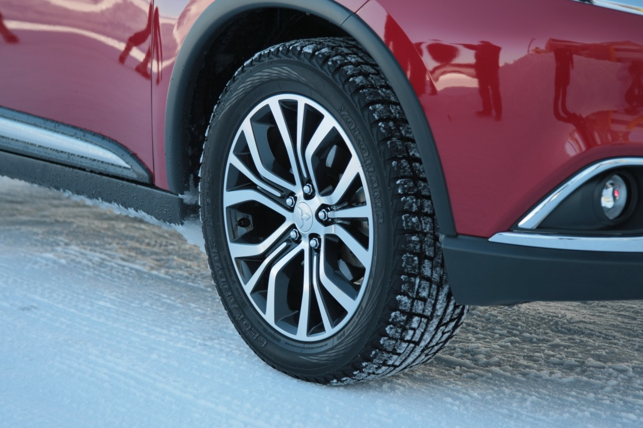 「アウトランダー(ガソリン)の美点は「雪上でも軽快」と表現できる旋回性能の高さ」の3枚目の画像