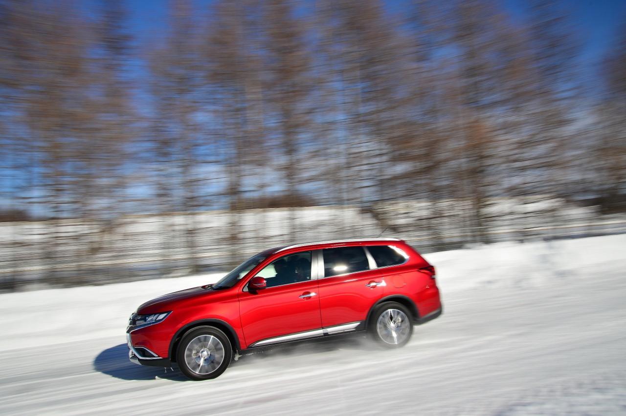 「アウトランダー(ガソリン)の美点は「雪上でも軽快」と表現できる旋回性能の高さ」の2枚目の画像