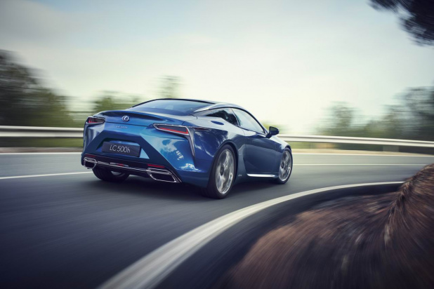 LC500h_31