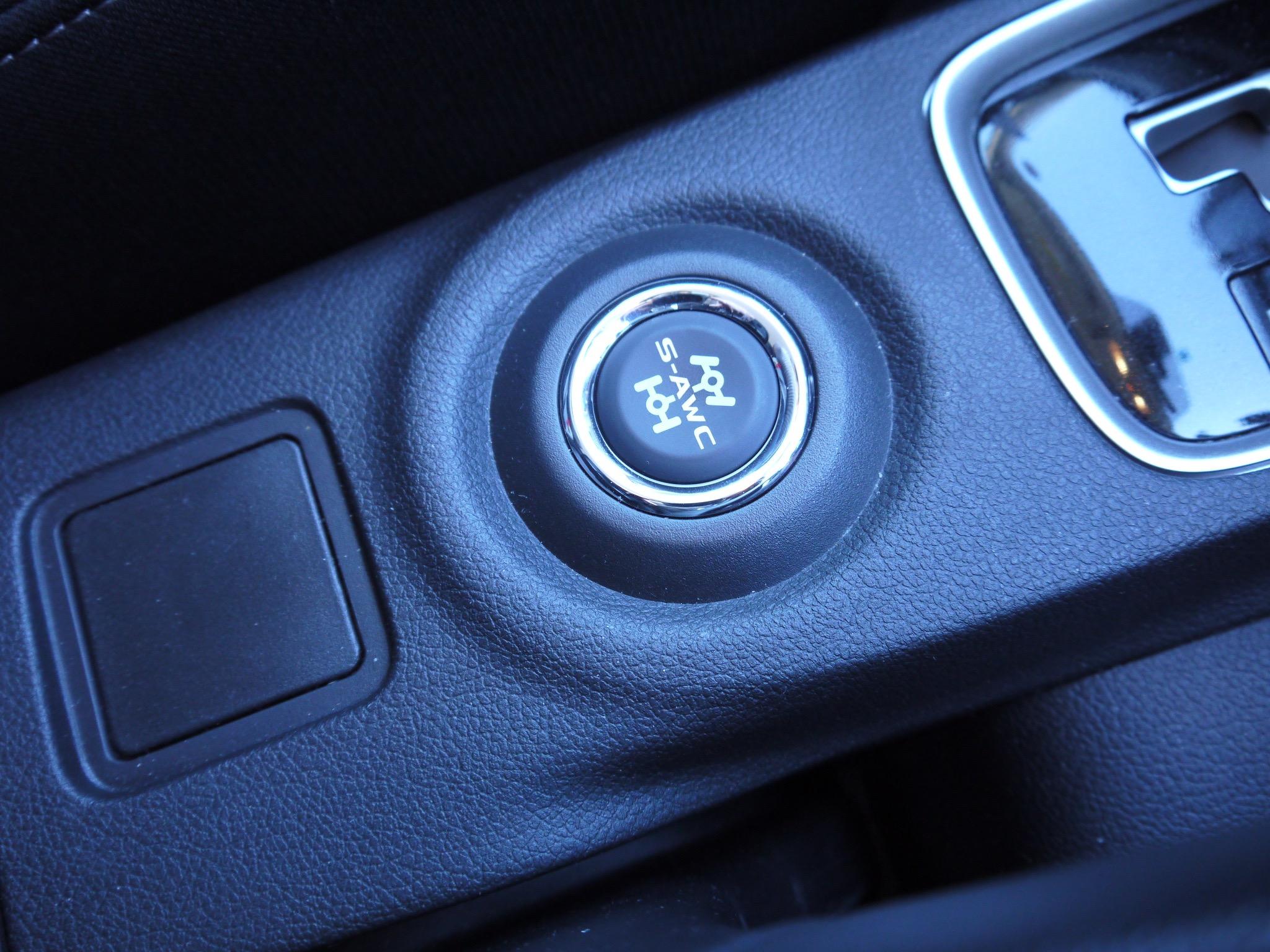 「アウトランダー(ガソリン)の美点は「雪上でも軽快」と表現できる旋回性能の高さ」の6枚目の画像