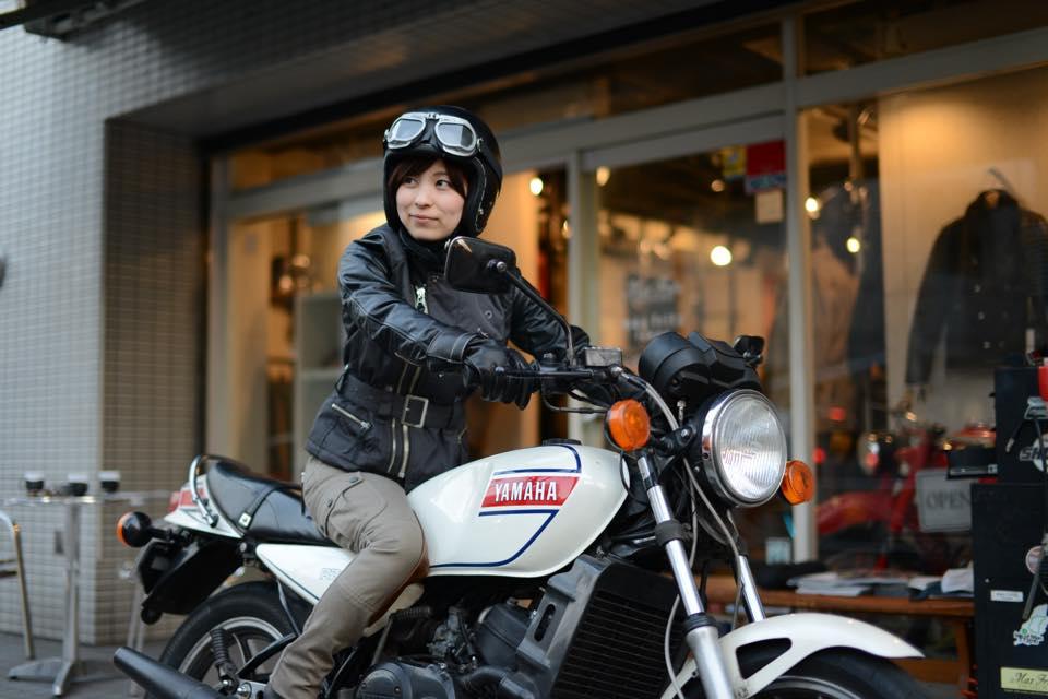 女子ライダーのバイクファッション・その2。走りをきちんと考えるMaxFritz