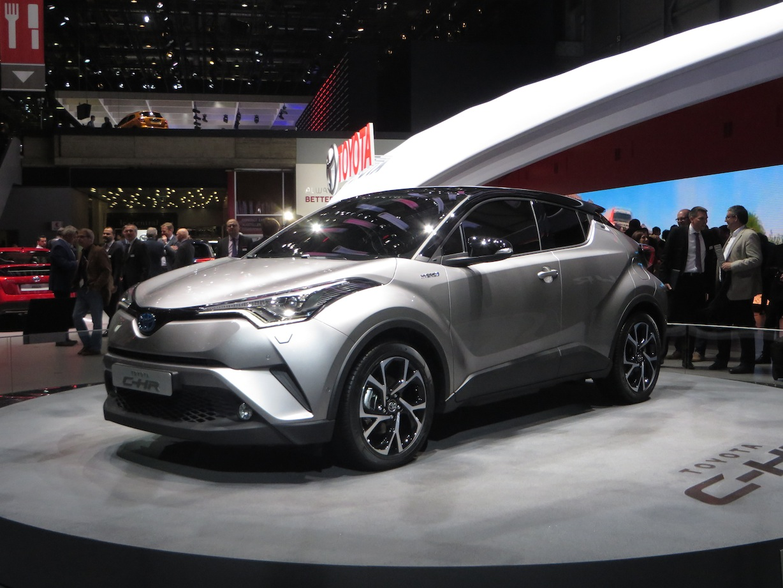 トヨタ「c Hr」登場! コンセプトカーがそのまま出た | 20160301 Toyota C Hr 1