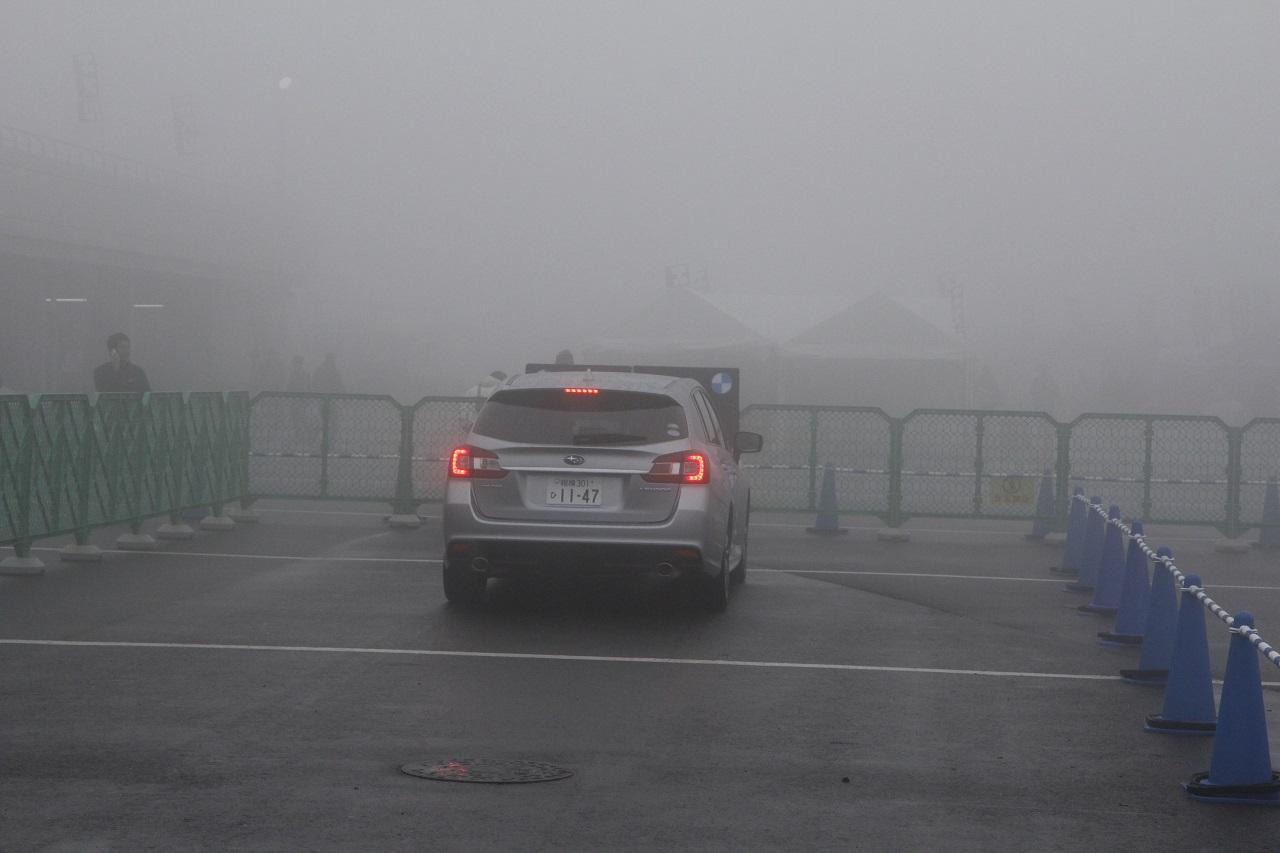 「アイサイトの視力はかなりいい!? 濃霧でもキッチリ作動!【モーターファンフェスタ2016】」の2枚目の画像