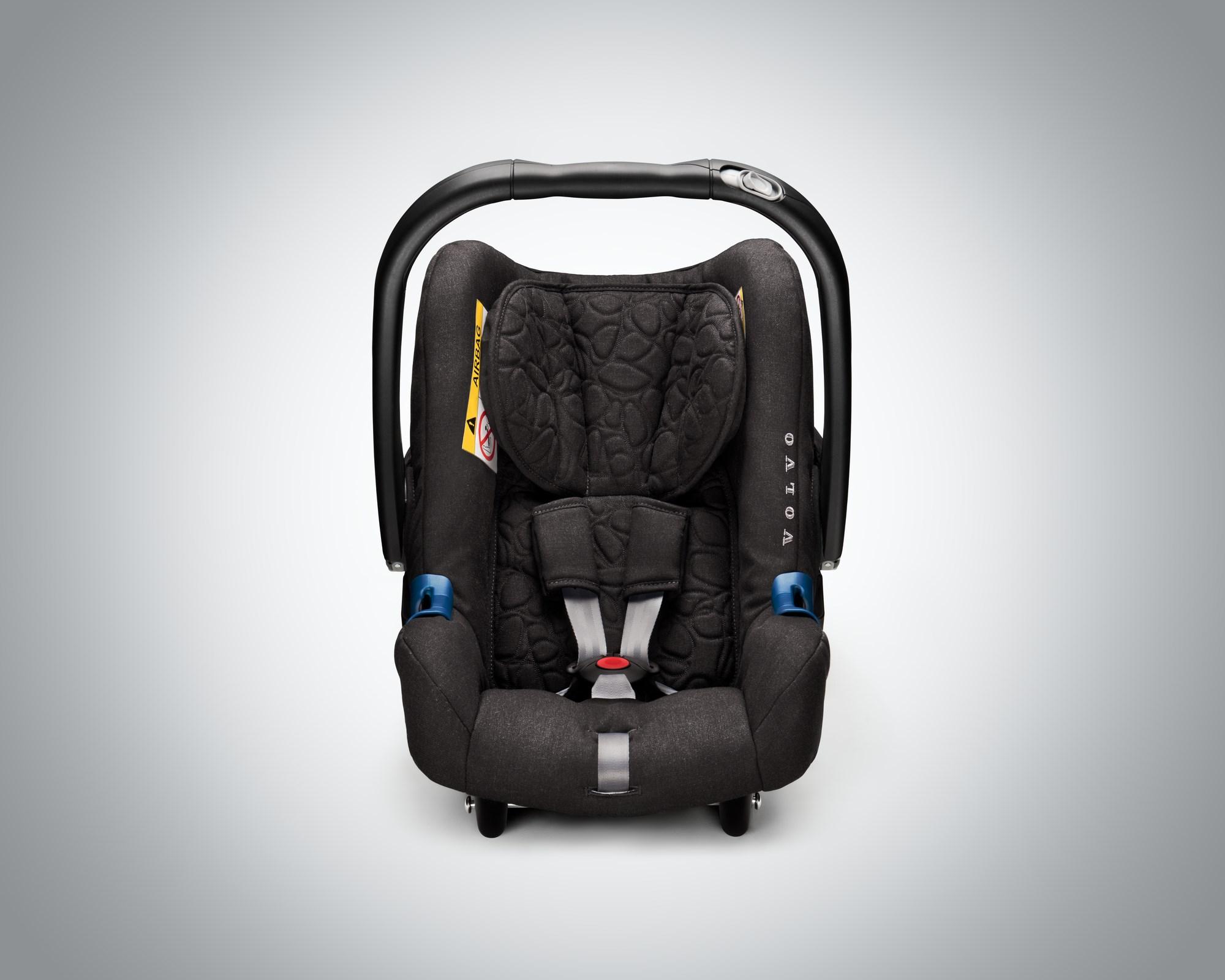 「3〜4歳までは「後ろ向き」に座らせる必要がある!? ボルボが新しいチャイルドシートを発売」の3枚目の画像
