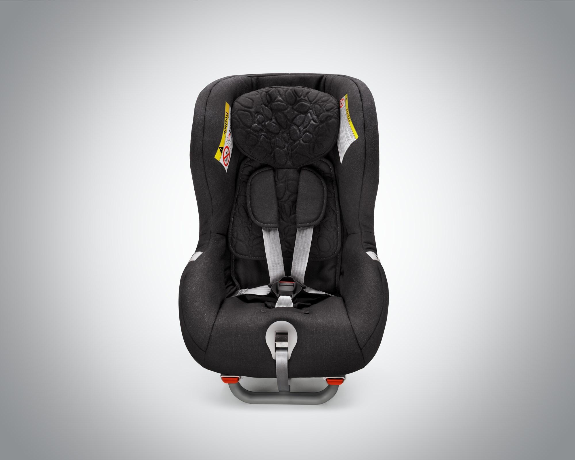 「3〜4歳までは「後ろ向き」に座らせる必要がある!? ボルボが新しいチャイルドシートを発売」の2枚目の画像