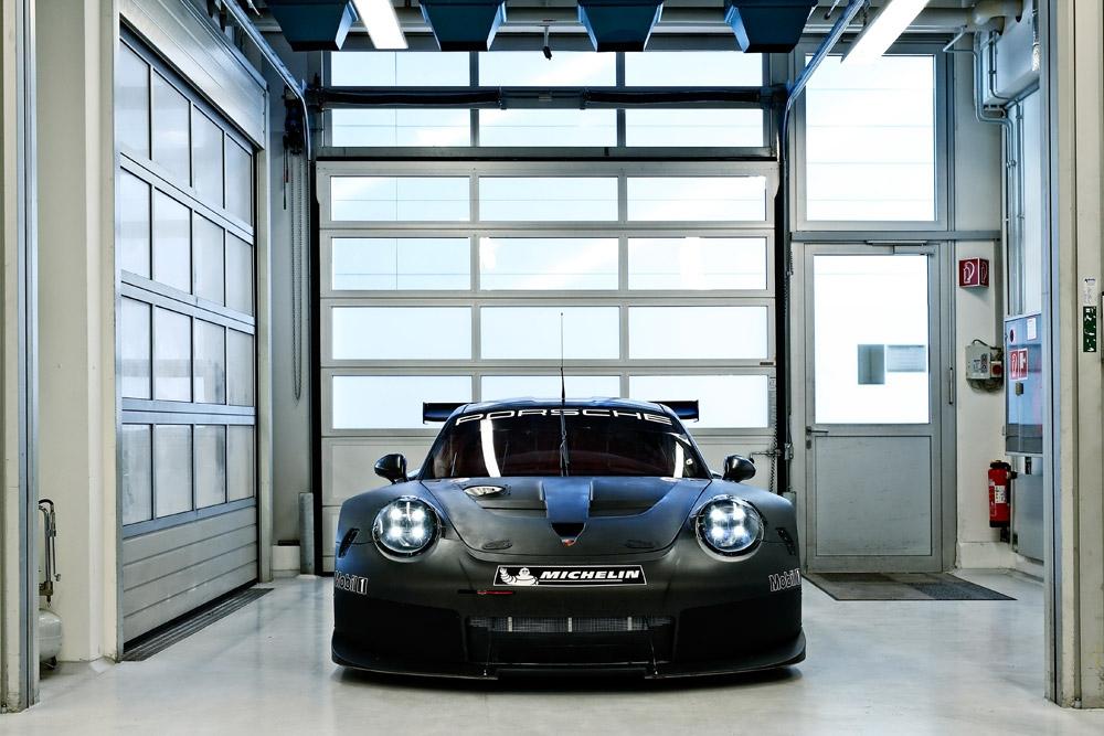 porsche-911RSRの後継モデルがテストを開始 (1)