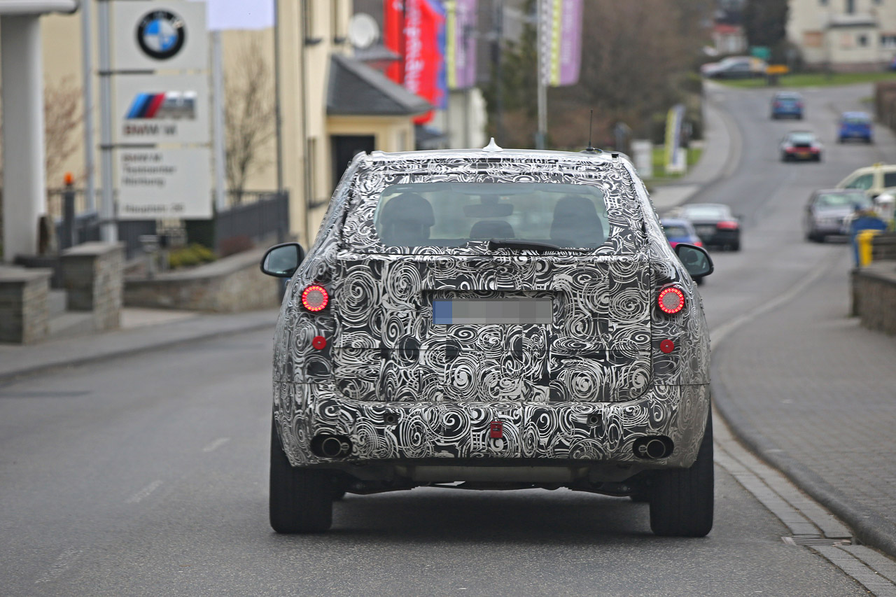 「BMW・X5次期型、ニュルで高速アタック!」の7枚目の画像