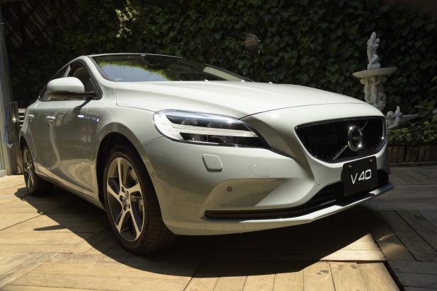 Volvo_V40_12
