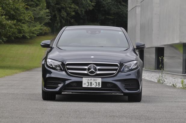 Mercedes_Benz_E_Class_0