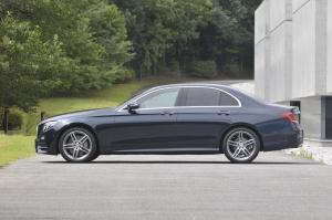 Mercedes_Benz_E_Class_1