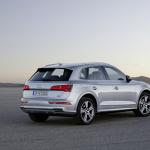 初代から10年、待望の新型アウディQ5が登場【パリモーターショー16】 - Audi Q5
