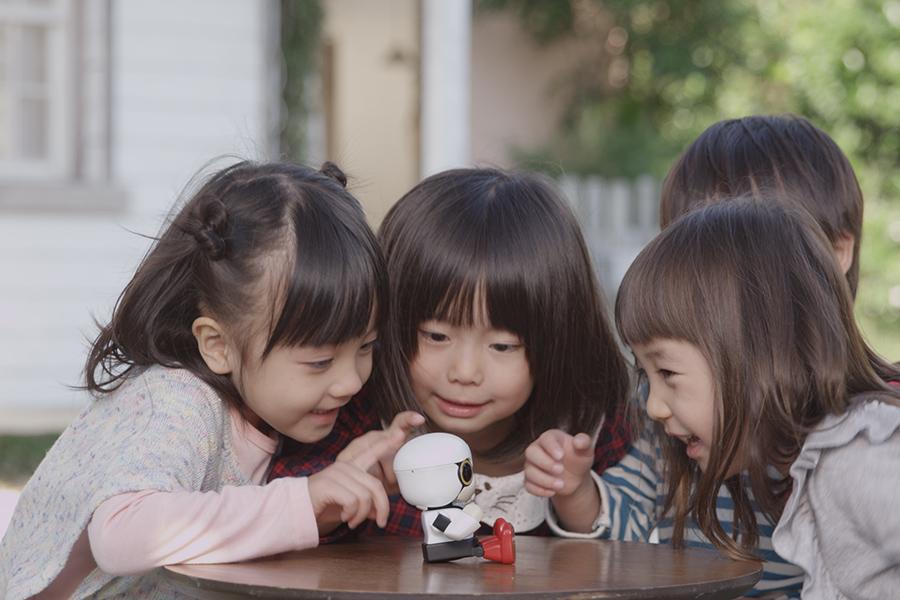 「トヨタKIROBO mini(キロボミニ)はコミュニケーションするだけなの? CEATECにKIROBO miniとMIRAIカットボディを出展!」の9枚目の画像