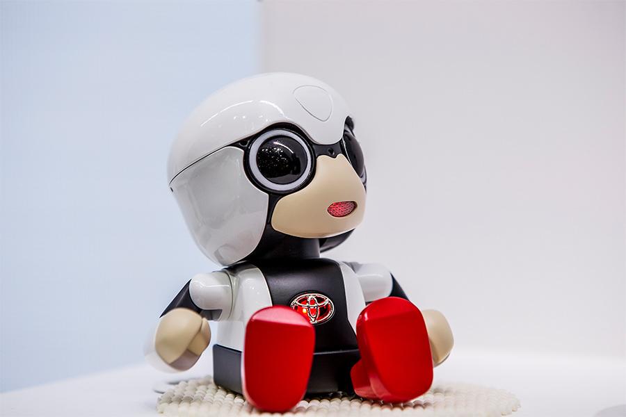 「トヨタKIROBO mini(キロボミニ)はコミュニケーションするだけなの? CEATECにKIROBO miniとMIRAIカットボディを出展!」の2枚目の画像