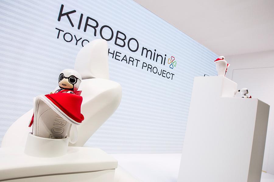 「トヨタKIROBO mini(キロボミニ)はコミュニケーションするだけなの? CEATECにKIROBO miniとMIRAIカットボディを出展!」の4枚目の画像