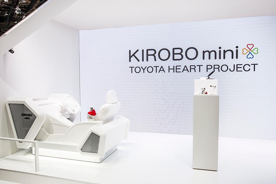 「トヨタKIROBO mini(キロボミニ)はコミュニケーションするだけなの? CEATECにKIROBO miniとMIRAIカットボディを出展!」の7枚目の画像