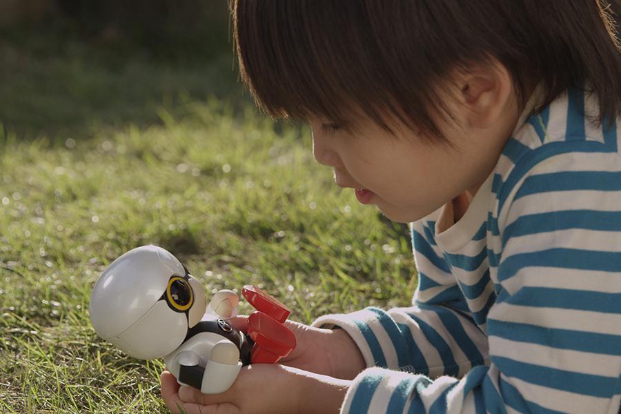 「トヨタKIROBO mini(キロボミニ)はコミュニケーションするだけなの? CEATECにKIROBO miniとMIRAIカットボディを出展!」の8枚目の画像