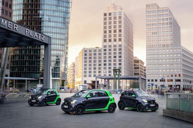 smart electric drive; Exterieur: schwarz; Interieur: schwarz ;Elektrischer Energieverbrauch gewichtet: 13,1 - 12,9 kWh/100 km; CO2-Emissionen kombiniert: 0 g/km smart electric drive; exterior: black; interior: black; Electric power consumption, weighted: 13.1 - 12.9 kWh/100km; CO2 emissions combined: 0 g/km