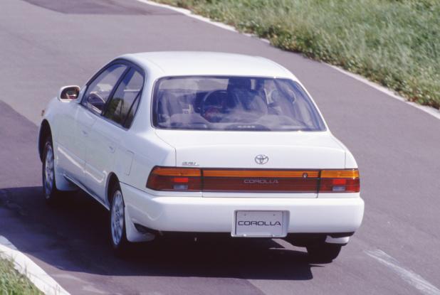 19910719_toyota_corolla_sedan_1500SE-L_02_ll