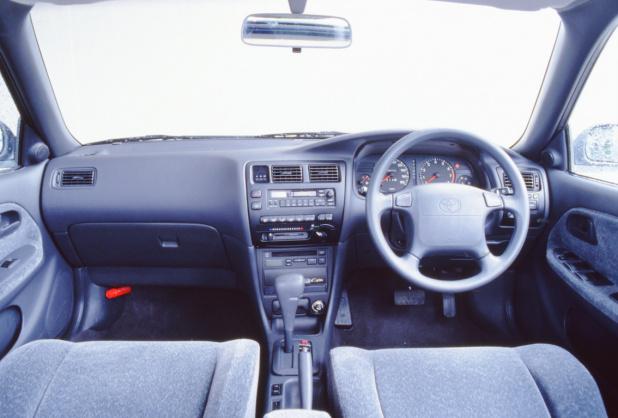 19910719_toyota_corolla_sedan_1600SE-G_10_ll