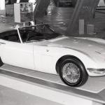 50年前、見たこともない「カローラ」というクルマが真っ二つに割れて展示された【Corolla Stories 50/50】 - 660000_tms13_toyota_2000gt_1