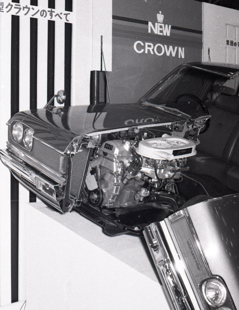 670000_tms14_toyopet_crown_3_ll