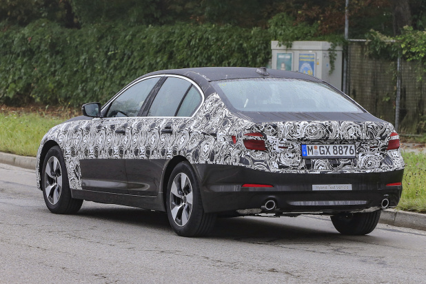 BMW 5-Series Sedan Plugin-Hybrid 015