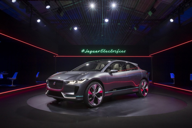 jaguar-i-pace-vr-reveal_11