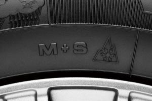 「M+S」(マッド&スノー)に加えて雪山のマーク「スノーフレークマーク」が付いているオールシーズンタイヤは欧州でスノータイヤとして認定されている証。