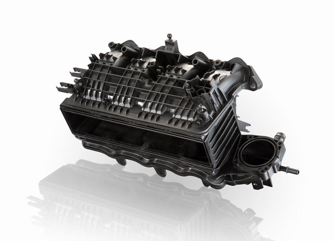 Die BASF reagiert auf die Weiterentwicklung der Motorenkonzepte mit einem abgestimmten Portfolio von PA6- und PA66-Typen, die die gestiegenen Anforderungen an die eingesetzten Materialien erfüllen. Die Werkstoffe sind je nach Basispolymer und Stabilisierungssystem bis 220°C wärmealterungsbeständig und verfügen über eine ausgezeichnete Berstdruck- und Schweißnahtfestigkeit. So kann dem Entwickler das jeweils optimale Material für unterschiedliche Bauteile der Ladeluftstrecke mit dem besten Kosten-Nutzen-Verhältnis zur Verfügung gestellt werden. Ausgewählte Typen basieren auf globalen Spezifikationen: Sie werden weltweit aus lokaler Produktion, mit einheitlichen Materialeigenschaften und in konstant hoher Qualität geliefert. BASF is responding to the development in engine designs with a consistent portfolio of PA6 and PA66 grades that meet the higher demands on the materials. Depending on the base polymer and stabilization system, the materials are resistant to heat aging up to 220°C and show excellent burst pressure and weld strength. This means the part developer can be provided with the optimum material for each of the different components in the charge-air duct that offers the best value for money. Selected grades are based on global specifications: They are supplied worldwide from local manufacturing facilities, with uniform material properties and a consistently high level of quality.